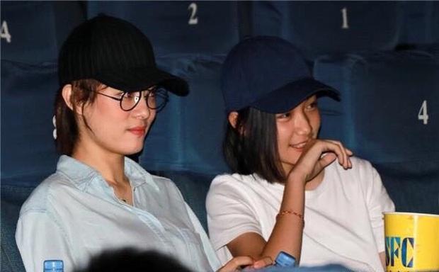 Cô em gái 19 tuổi cùng cha khác mẹ của Tôn Lệ gây bão Weibo: Xinh đẹp chẳng kém chị, mặt mộc quá xuất sắc - Ảnh 7.