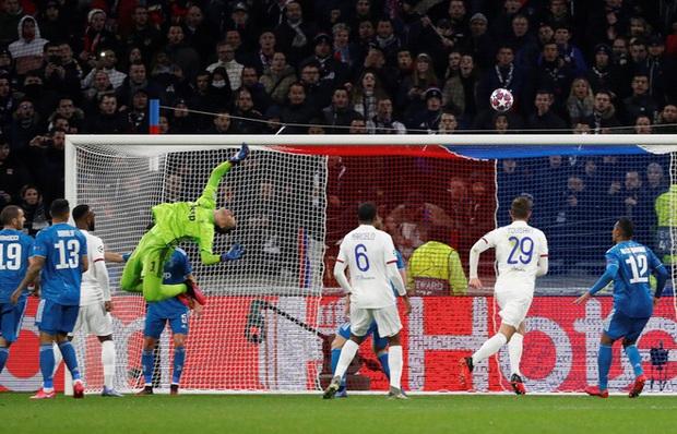 Thi đấu bạc nhược, Ronaldo và Juventus nhận thất bại ê chề ở lượt đi vòng 1/8 Champions League - Ảnh 2.