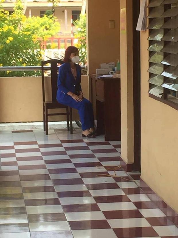 Vụ cô gái livestream khoe trốn cách ly: Mẹ và em trai tình nguyện cách ly tại trung tâm y tế - Ảnh 2.