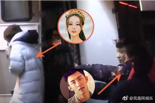 Blogger tiết lộ Cbiz thêm cặp đôi mới cực hot: Địch Lệ Nhiệt Ba đang đắm say trong tình yêu với Hoàng Cảnh Du? - Ảnh 2.
