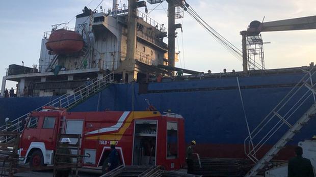 Đang sửa chữa, tàu chở hàng bỗng nhiên phát nổ - Ảnh 2.