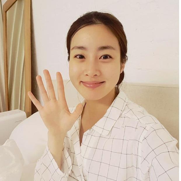 Tình cũ của Hyun Bin: Style thường ngày có thể hơi nhạt nhưng làn da mộc mạc ở tuổi 30 lại đẹp xuất chúng không thua gì Son Ye Jin - Ảnh 17.
