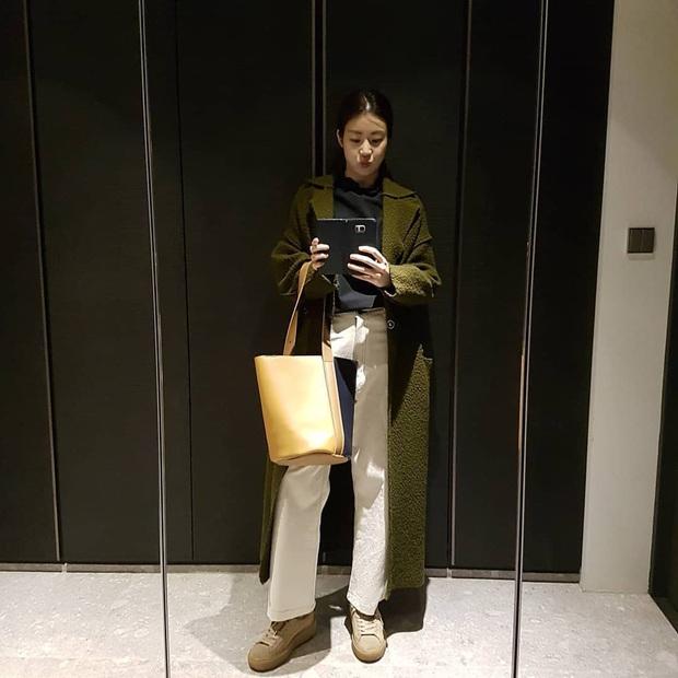 Tình cũ của Hyun Bin: Style thường ngày có thể hơi nhạt nhưng làn da mộc mạc ở tuổi 30 lại đẹp xuất chúng không thua gì Son Ye Jin - Ảnh 3.