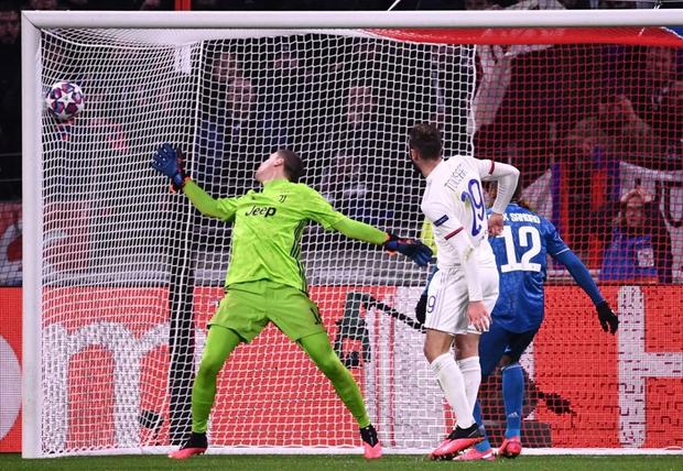 Thi đấu bạc nhược, Ronaldo và Juventus nhận thất bại ê chề ở lượt đi vòng 1/8 Champions League - Ảnh 4.