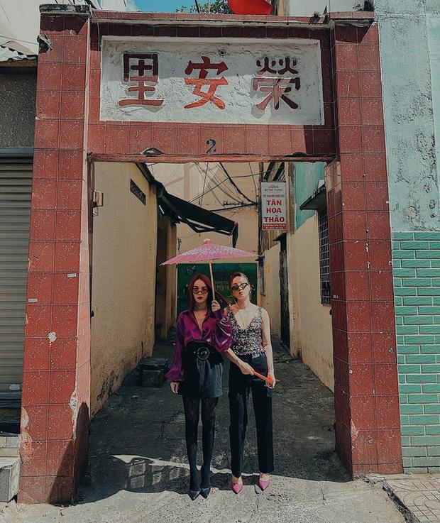 Muốn diện đồ hồng hồng tim tím rất sang xịn mà không thắm, bạn hãy học theo chị em Yến Trang - Yến Nhi - Ảnh 5.