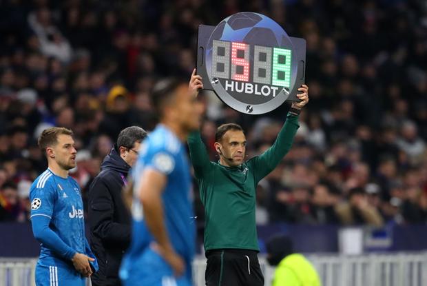 Thi đấu bạc nhược, Ronaldo và Juventus nhận thất bại ê chề ở lượt đi vòng 1/8 Champions League - Ảnh 6.