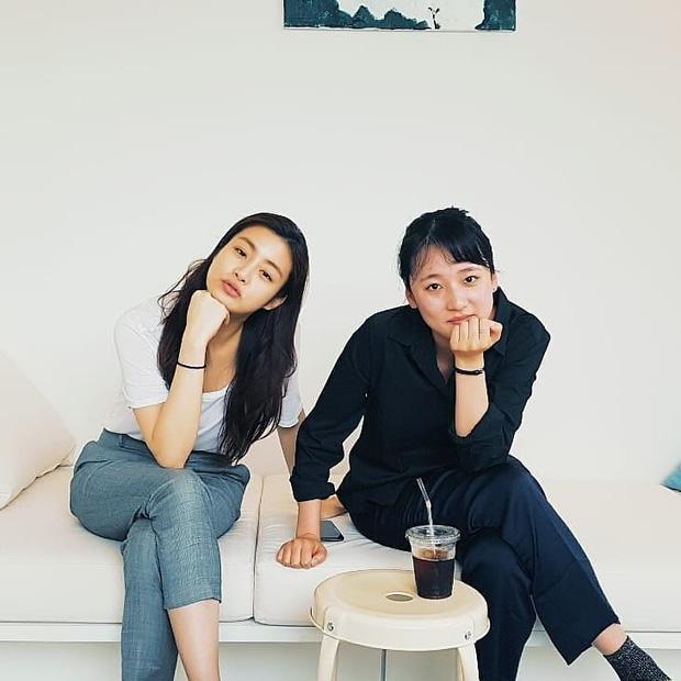 Tình cũ của Hyun Bin: Style thường ngày có thể hơi nhạt nhưng làn da mộc mạc ở tuổi 30 lại đẹp xuất chúng không thua gì Son Ye Jin - Ảnh 9.