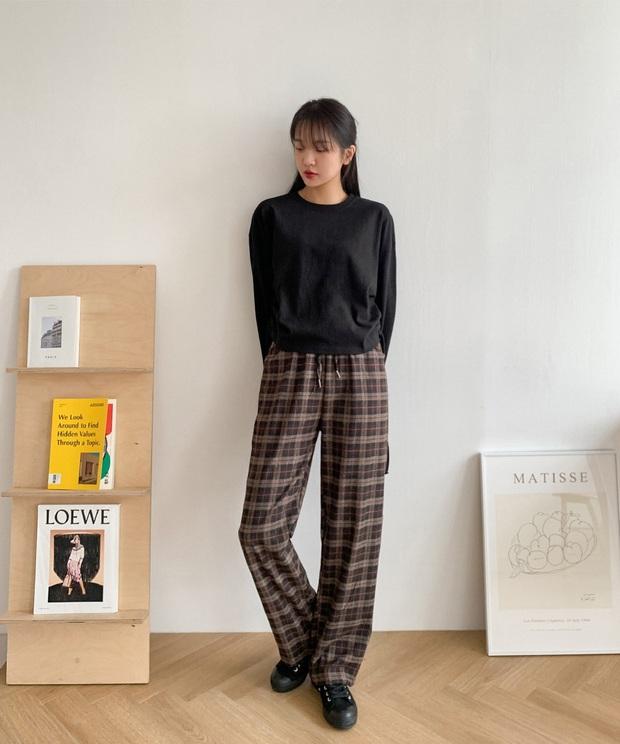 Phát chán khi diện mãi quần jeans, đây là 4 mẫu quần vừa thoải mái vừa hack dáng các nàng nên tích cực mặc - Ảnh 9.