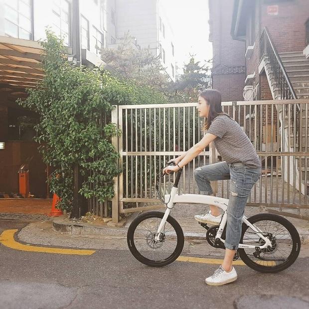 Tình cũ của Hyun Bin: Style thường ngày có thể hơi nhạt nhưng làn da mộc mạc ở tuổi 30 lại đẹp xuất chúng không thua gì Son Ye Jin - Ảnh 10.