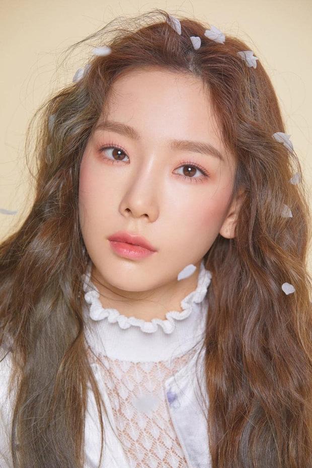 8 nàng búp bê sống của Kpop: Lisa đẹp siêu thực, mỹ nhân đẹp nhất thế giới năm 2019 Tzuyu có đọ lại nổi dàn nữ thần đàn chị? - Ảnh 17.