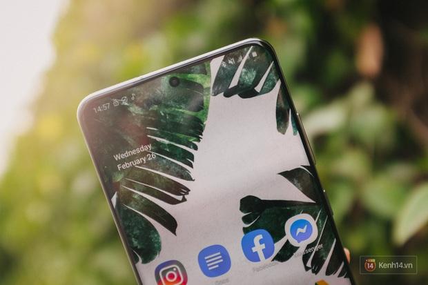 Ngắm những nét đẹp riêng của Samsung Galaxy S20 - Ảnh 2.