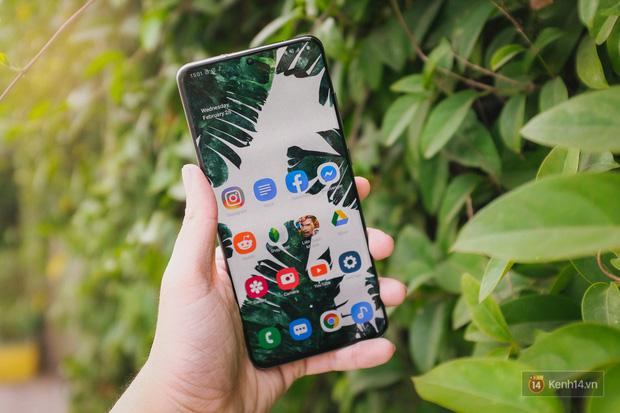 Ngắm những nét đẹp riêng của Samsung Galaxy S20 - Ảnh 1.