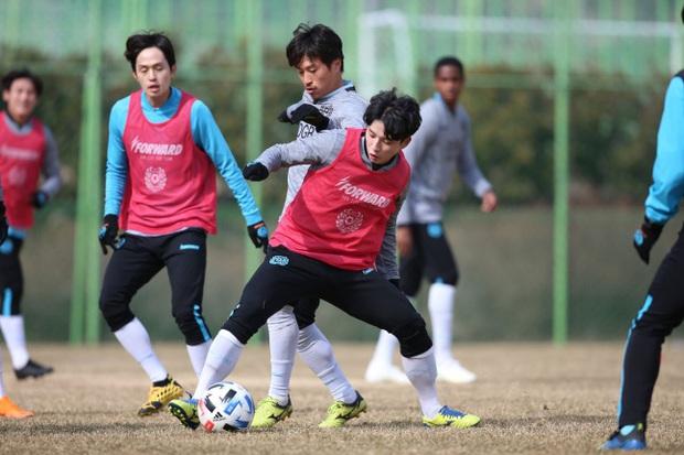 Cầu thủ đẹp trai nhất Hàn Quốc và cuộc sống ngột ngạt tại tâm dịch Daegu: Tôi sinh nhật trong cô đơn, ngày nào bố mẹ cũng gọi để chắc tôi còn khỏe - Ảnh 2.