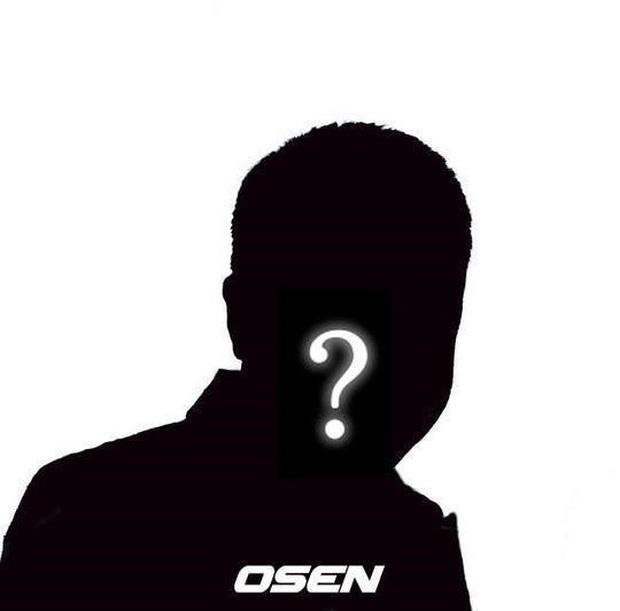 NÓNG: Nhân viên của ca sĩ Hàn nổi tiếng bị nghi nhiễm virus Covid-19, đưa vào diện cách ly cùng nghệ sĩ - Ảnh 2.