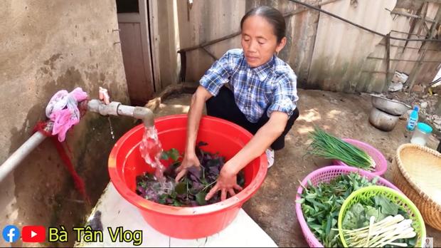 Làm lẩu ếch nhưng bà Tân Vlog lại dùng gói gia vị lẩu Thái, liệu hương vị sẽ thế nào đây? - Ảnh 3.