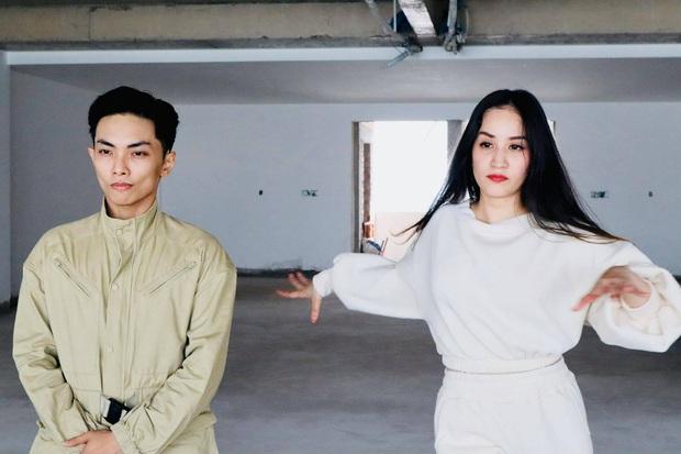 Clip gây sốt: Khánh Thi - Phan Hiển bắt trend cover hit ON đang dậy sóng của BTS, gây bất ngờ vì tự sáng tác vũ đạo - Ảnh 5.