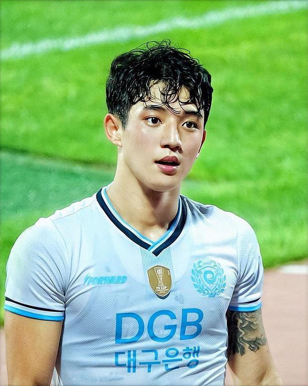 Cầu thủ đẹp trai nhất Hàn Quốc và cuộc sống ngột ngạt tại tâm dịch Daegu: Tôi sinh nhật trong cô đơn, ngày nào bố mẹ cũng gọi để chắc tôi còn khỏe - Ảnh 3.