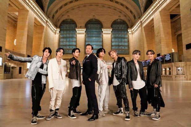 Clip gây sốt: Khánh Thi - Phan Hiển bắt trend cover hit ON đang dậy sóng của BTS, gây bất ngờ vì tự sáng tác vũ đạo - Ảnh 3.
