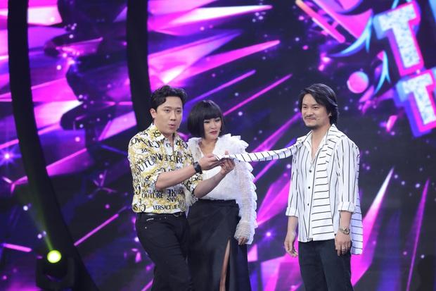 MC Nguyên Khang bị Trấn Thành dập tơi tả vì mù màu - Ảnh 2.