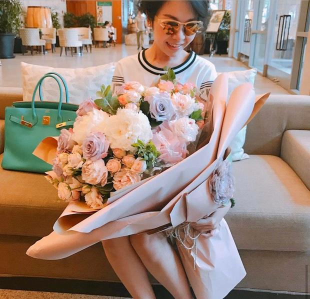 Choáng với khối tài sản hàng chục triệu đô của bạn gái Quang Bảo: Chỉ riêng BST túi hiệu thôi đã khiến dân tình lác mắt! - Ảnh 4.