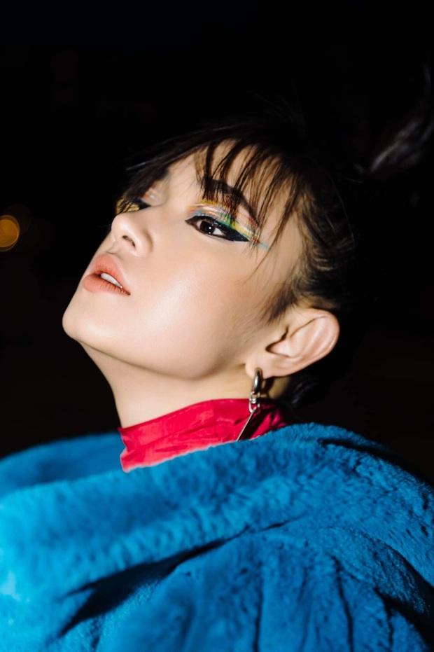 Xinh lộng lẫy nhưng lên đồ quá nhàm, Jessica Jung kém nổi bật hơn hẳn Châu Bùi khi cùng dự show Off-White - Ảnh 1.