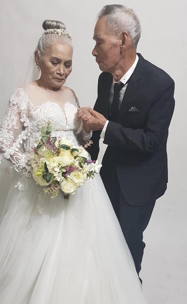 Bộ ảnh cưới đặc biệt của hai cụ già U80 khiến dân mạng nhiệt tình thả tim - Ảnh 1.