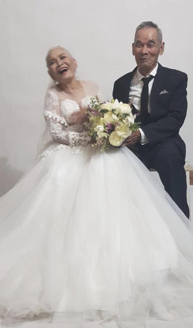 Bộ ảnh cưới đặc biệt của hai cụ già U80 khiến dân mạng nhiệt tình thả tim - Ảnh 2.