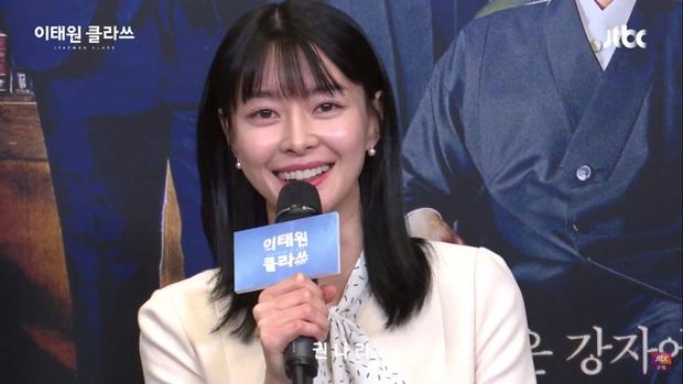Park Seo Joon diện đồ tông xuyệt tông cực đáng yêu với Kim Da Mi ở họp báo Tầng Lớp Itaewon - Ảnh 5.