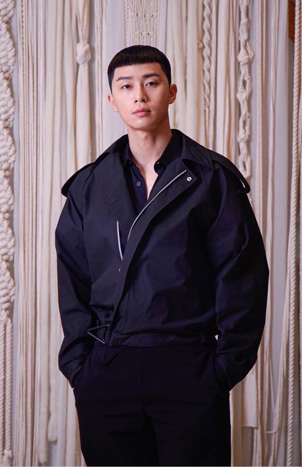 Park Seo Joon diện đồ tông xuyệt tông cực đáng yêu với Kim Da Mi ở họp báo Tầng Lớp Itaewon - Ảnh 3.