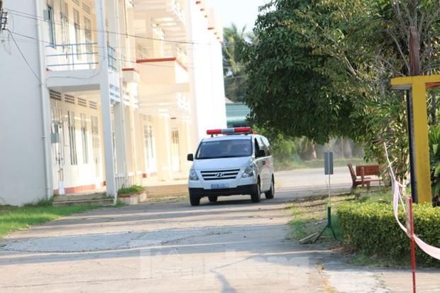 Bên trong khu vực cách ly 28 người về từ vùng dịch tại Trường quân sự Cần Thơ - Ảnh 2.