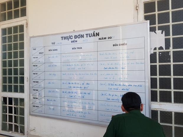 Bên trong khu vực cách ly 28 người về từ vùng dịch tại Trường quân sự Cần Thơ - Ảnh 11.