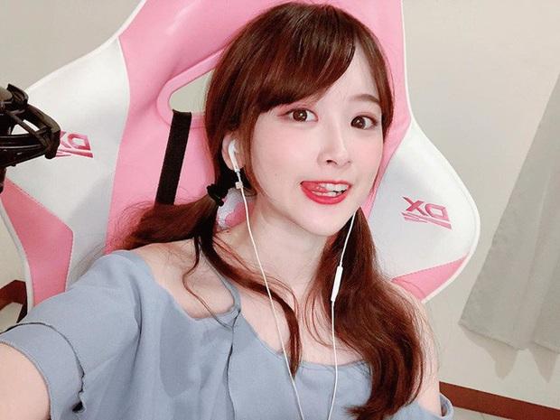 Cosplay thành nữ y tá quyến rũ trên sóng, cô nàng streamer xinh đẹp gây chú ý, tiêu chuẩn tìm bạn trai là phải chơi game giỏi hơn mình - Ảnh 3.