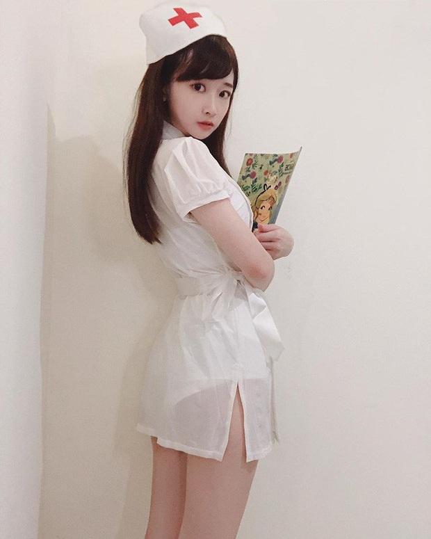 Cosplay thành nữ y tá quyến rũ trên sóng, cô nàng streamer xinh đẹp gây chú ý, tiêu chuẩn tìm bạn trai là phải chơi game giỏi hơn mình - Ảnh 6.