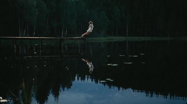 7 phim kinh dị về kì nghỉ chắc chắn gây ám ảnh hội phượt thủ: Cơn ác mộng mang tên những cái hồ - Ảnh 7.