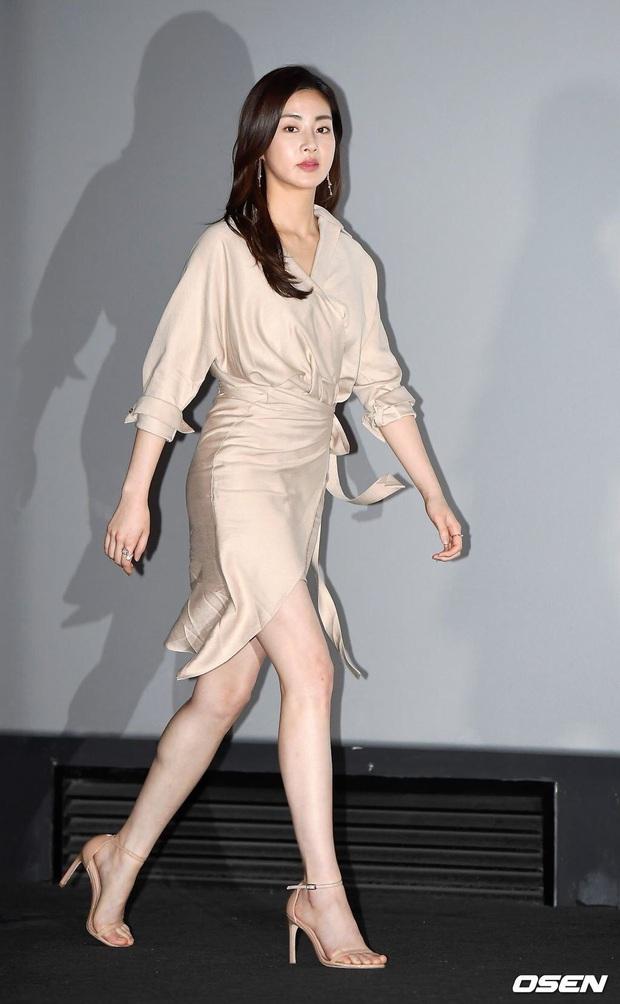 Tình cũ của Hyun Bin: Từ cô nàng mặc váy chật đến bục chỉ đến màn lột xác giảm 20kg, trở thành mỹ nhân có đôi chân đẹp nhất xứ Hàn - Ảnh 7.