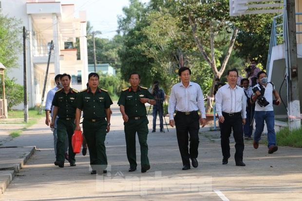 Bên trong khu vực cách ly 28 người về từ vùng dịch tại Trường quân sự Cần Thơ - Ảnh 8.