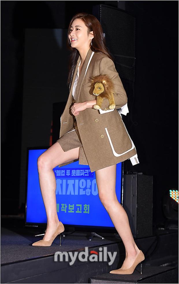 Tình cũ của Hyun Bin: Từ cô nàng mặc váy chật đến bục chỉ đến màn lột xác giảm 20kg, trở thành mỹ nhân có đôi chân đẹp nhất xứ Hàn - Ảnh 8.