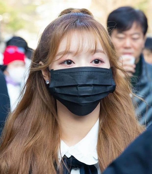 Chuyện thật như đùa: Bởi vì gương mặt quá nhỏ nên Jennie, V và rất nhiều idol được khuyên dùng khẩu trang trẻ em để đảm bảo an toàn mùa dịch bệnh Covid-19 - Ảnh 6.
