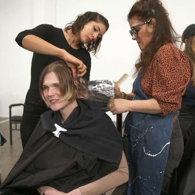 Hot girl xăm trổ, cô gái mắc bệnh rụng tóc... đồng loạt biến hình sau khi được Germanys Next Top Model makeover - Ảnh 3.