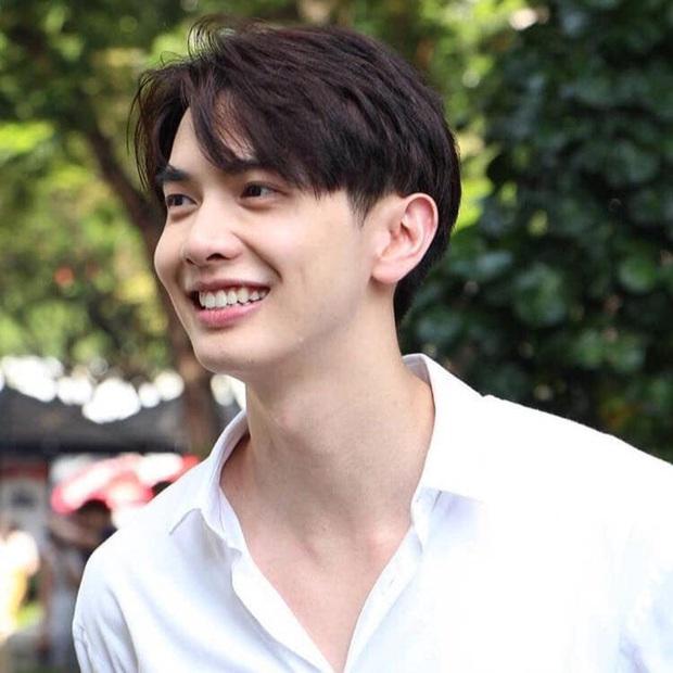 YouTuber người Thái với màn react MV của BTS mặn như muối biển: Không làm trò thì anh cũng nổi vì đẹp trai - Ảnh 5.