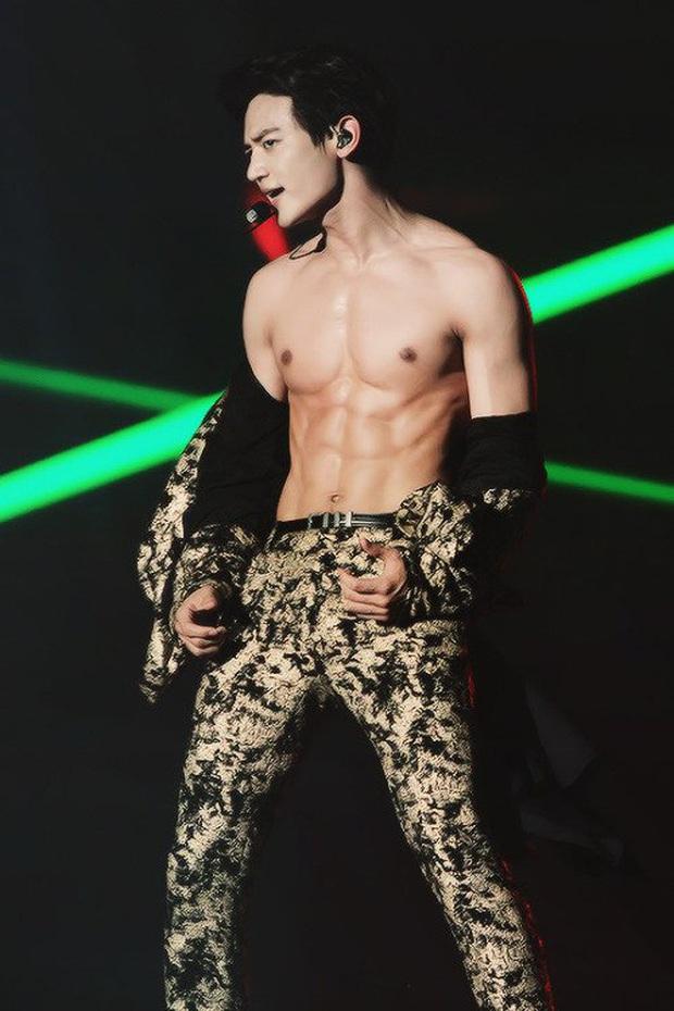Chờ mãi Park Seo Joon chưa khoe body trong Itaewon Class, fan bèn đào lại clip nhảy dây cởi áo từng gây sốt - Ảnh 4.