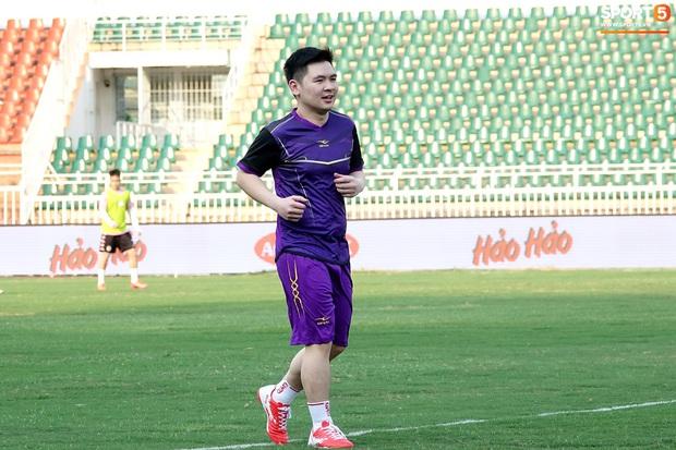 Chủ tịch 9x của Hà Nội FC xỏ giày, đối đầu trực tiếp với Duy Mạnh và Phí Minh Long - Ảnh 4.
