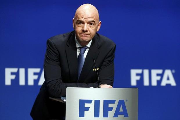 Chủ tịch FIFA vướng lùm xùm tham nhũng, đứng trước nguy cơ hầu tòa 1 năm  - Ảnh 1.