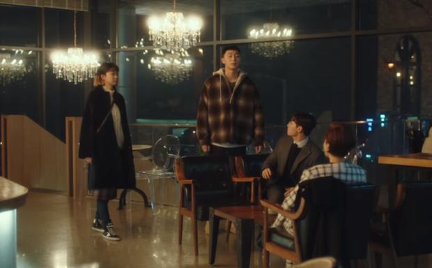 Tầng Lớp Itaewon tập 10: Ớn lạnh trước sự tàn nhẫn của kẻ thù Park Seo Joon, đẩy con vào tù để bảo vệ gia sản - Ảnh 4.