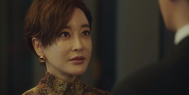 Tầng Lớp Itaewon tập 10: Ớn lạnh trước sự tàn nhẫn của kẻ thù Park Seo Joon, đẩy con vào tù để bảo vệ gia sản - Ảnh 6.