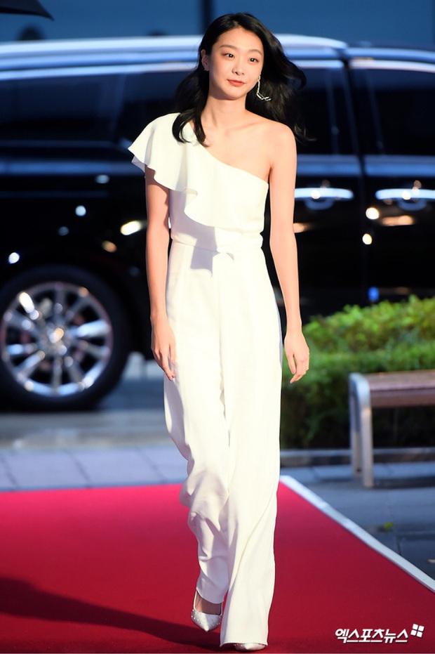 Style trong Itaewon Class đã dìm dáng Kim Da Mi quá đáng, chứ ngoài đời đẹp hoàn mỹ, ảnh không photoshop vẫn xuất sắc thế này cơ mà - Ảnh 7.