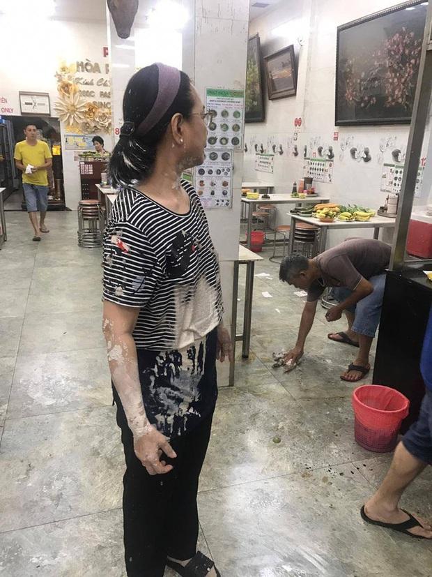 Đề nghị truy tố nhóm giang hồ khủng bố quán phở Hòa Pasteur nổi tiếng Sài Gòn bằng sơn, mắm tôm, gián - Ảnh 2.