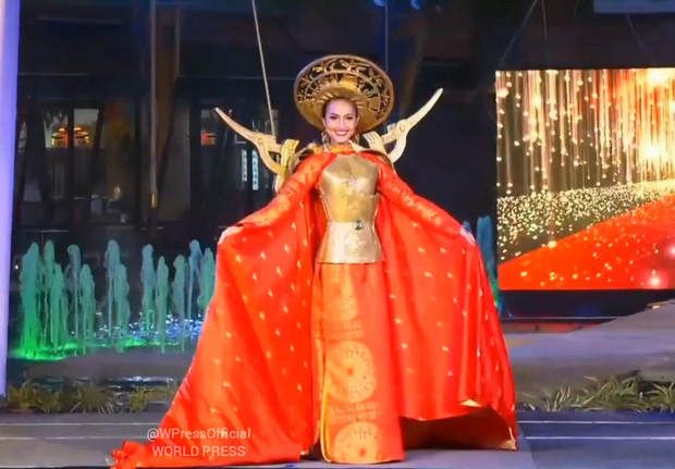 Quản lý Hoài Sa tiết lộ chuyện chưa kể tại Hoa hậu Chuyển giới Quốc tế: Gặp sự cố tại phần thi quốc phục, hát live hụt hơi vì có lý do - Ảnh 2.