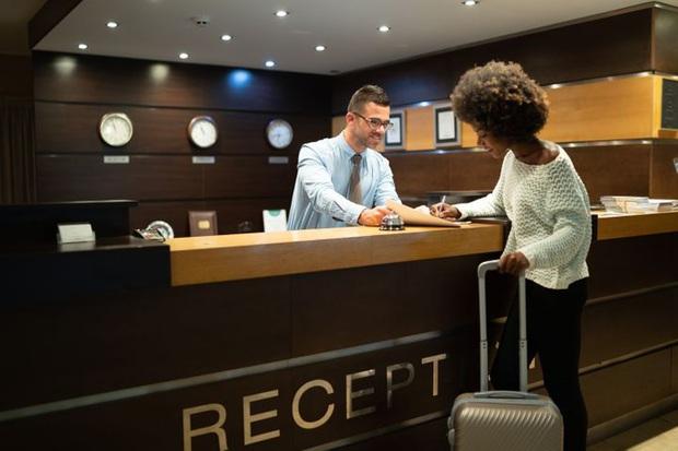 5 điều cơ bản mà bạn nên tuân theo trước khi trả phòng khách sạn, vừa có lợi cho bản thân, vừa giúp đỡ người dọn phòng - Ảnh 3.