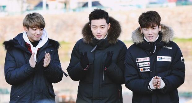 Chờ mãi Park Seo Joon chưa khoe body trong Itaewon Class, fan bèn đào lại clip nhảy dây cởi áo từng gây sốt - Ảnh 1.